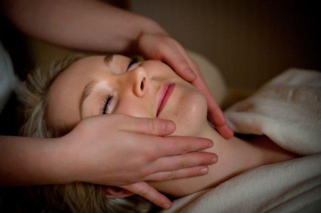 zabiegi pielęgnacyjne na twarz